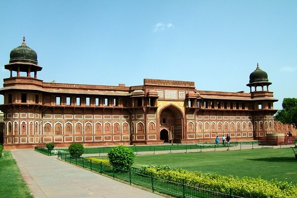 Agra Fort Information in Marathi