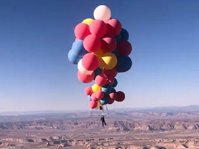 David Blaine Flies into Sky with the Help of Balloons